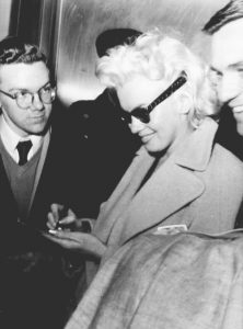 Marilyn sings autographs for fans.