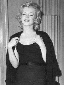 Marilyn gives a press conference after Arthur Miller announced their intention to marry.